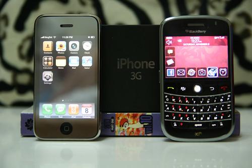 Half-brightness on iPhone 3G vs. BB Bold by Quang Minh (YILKA).