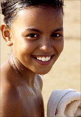 bimba con goccia (senzaspazio) Tags: portrait agadir morocco marocco ritratto bambina