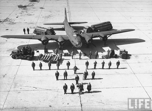 Warbird picture - B-17 crew