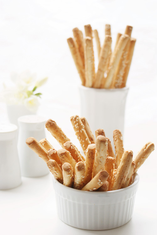 Sesame bread sticks