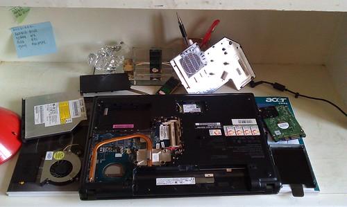 今天有一个task,就是要把笔电大卸八块,清洗部件 by Yeqin_Su