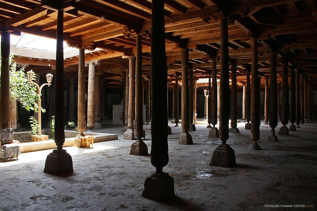 Mosquée Djouma, avec ses fameuses colonnes de bois