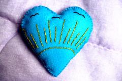 Corao Liberdade / Freedom Heart (Tatiswaps (Tati Tortelly)) Tags: craft felt pincushion alfineteiro agulheiro sa2embroidered
