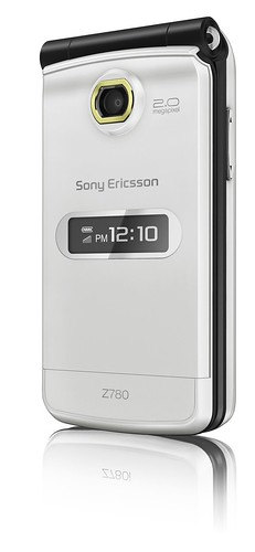 sony_ericsson_Z780_Front_40Angle_Grand_Onyx