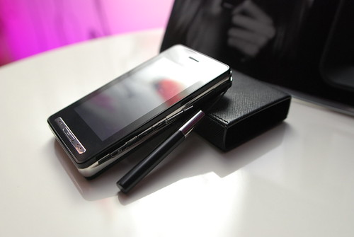 PRADA phone by docomo LG L852i