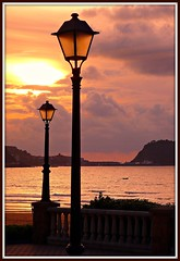 Zarautz, atardecer (Ametxa) Tags: espaa spain espagne soe euskadi gipuzkoa zarautz themoulinrouge goldmedalwinner colorphotoaward raregems ljomi betterthangood goldstaraward zenenlightement digifotopro