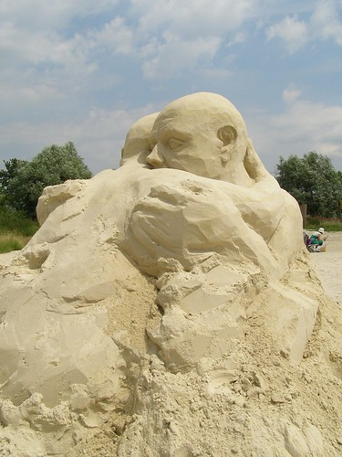 Empathetic Friend Sand Sculpture by artist Ulrich Baentsch