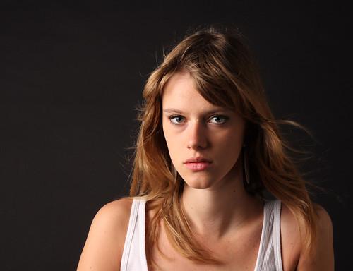 [フリー画像] 人物, 女性, スタジオ, フランス人, 201104071500