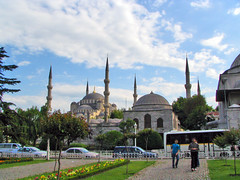 sultani ahmet - blue mosque (Carabul) Tags: blue sky green architecture clouds canon turkey square istanbul mosque powershot trkei sultan turchia s1is ahmet   meydan        turqui