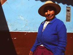 day836 - mon30jun08 (a.pic.a.day) Tags: blue red woman mountains peru hat mujer x abuela oma 365 huaraz ancash onepictureaday project365 365days apicaday onephotoperday bluevest 365project httpapicadayblogwordpresscom