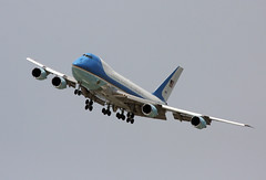 Boeing VC-25A - SAM 2800 Air Force One Transitions to Short Final into EFD (AV8PIX Christopher Ebdon) Tags: force sam airforceone boeing blackhawk usaf 747 757 pag secretservice potus seaking sikorsky c32 airforce1 airlift vh3d marineone air presidentialmotorcade vc25a 747200 presidential one hmx1 group sam29000 usss wing vh60n sam28000 89thairliftwing 89th sam2800 presidentialairliftgroup sikorskych53eseastallion