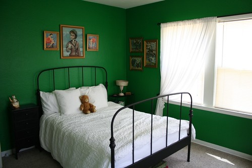 Bedroom with deep green walls, via Flickr: my imaginary boyfriend