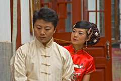Beijing 北京 China 胡同 Hutong Ruelles Houhai 后海/後海 (jeanmichelchuiche) Tags: china portrait rouge beige couple chinese beijing makeup bijoux 北京 hutong tradition jewels chinois embroidered maquillage chine regards coiffure chinoise 胡同 ruelles acteurs chignon traditionnel broderies cinéma publicité brodé