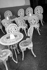 sedie fatte ad uncinetto (★silviacafarelli★) Tags: white bar bars iron chairs antique group together tables sedie insieme bianco antico embroidered parisian cefalu gruppo ferro cefalù sicila tavolini parigino ricamate