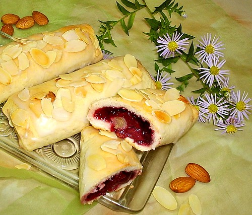 Cherry-Marzipan Bags by you.