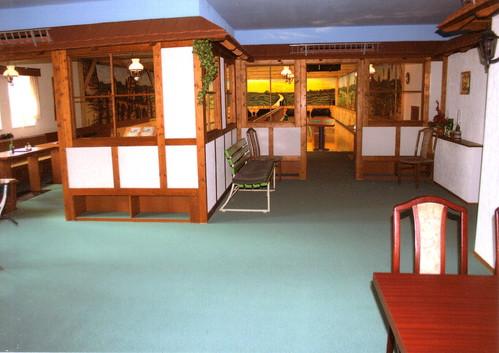 Fussboden Kegel- und Bowlingbahn Rabennest in Rabenau - Raumausstattung Reichert - Polsterarbeiten, Aufarbeitung, Neuanfertigung von Sitzecken, -b�nken, Sesseln, St�hlen, Wand- und Deckenbespannung
