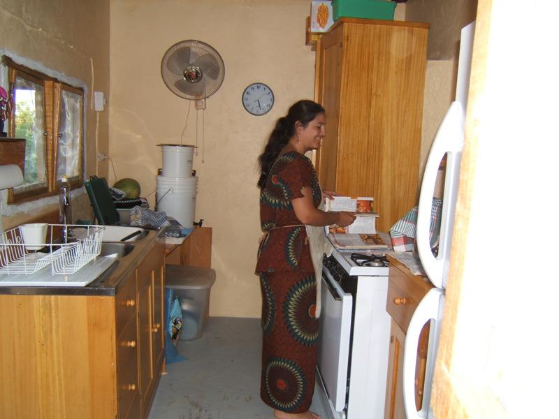 Dans sa cuisine