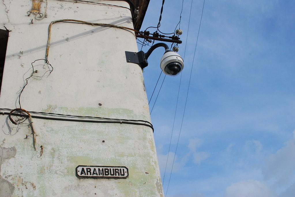 Camaras para vigilar al pueblo 3052599503_605c1ce809_b