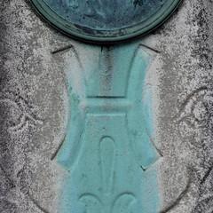 letter H (Leo Reynolds) Tags: cemetery canon eos iso100 h letter f56 hhh oneletter 30d 250mm cemeteryletter 0ev 0004sec cemeteryperelachaise hpexif grouponeletter xsquarex groupcemeteryletters xleol30x xratio1x1x xxx2008xxx