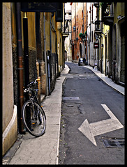 Lonely Town (Sator Arepo) Tags: street leica bike town reflex fiat pavement streetphotography sidewalk verona lonely arrow 500 narrow fiat500 digilux 1450mm digilux3