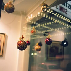 Colorful Balls (Inside_man) Tags: reflection 120 6x6 mamiya tlr c220 film mediumformat colorful theater bokeh christmasballs christmasornament transparent fuji400h colorfulballs