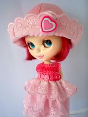 Outfit rosa disponivel (apenas vestido e chapéu)