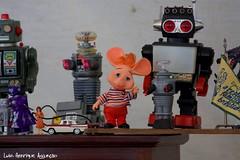 Topo Gigio! (Luiz Henrique Assunção) Tags: canon toys eos sãopaulo fair feira sampa brinquedos topogigio antiquidade 40d licassuncao feirabeneditocalixto