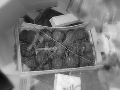 Carciofi abbandonati (*Tom [luckytom] ) Tags: tom cibo cassetta legno rudo ctm carciofi carciofo immondizia favcol luckytom