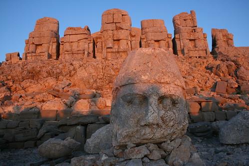 מקדש קבורה של אנטיוכוס בהר נמרוד, טורקיה