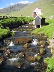 Stream and dry-house(?) (Solinde) Tags: stream faroeislands froyar faeroeislands eysturoy gjgv