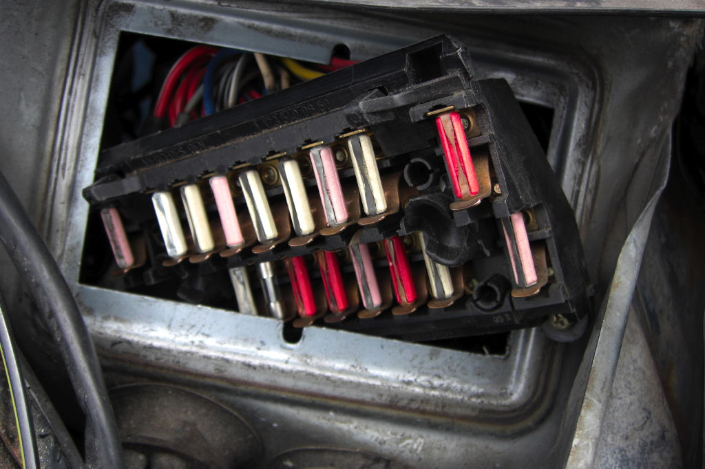 foglight wiring modification mercedes benz forum step 4 locate the foglight feed wire on the back of the fuse box this wire runs to the nse terminal on the headlight switch it is gray w a green tracer