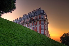Sunrise on Montmartre - Paris - France (louistib) Tags: orange paris france building lines sunrise butte colours couleurs violet montmartre paysage immeuble herbe photoshopelements dgrad thibaud chambon leverdusoleil aplusphoto louistib frpix louisthibaudchambon goldenvisions img86427a1