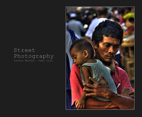 Carbon Market, Cebu City father carries his young boy, street scene Buhay Pinoy Philippines Filipino Pilipino  people pictures photos life Philippinen  菲律宾  菲律賓  필리핀(공화국)