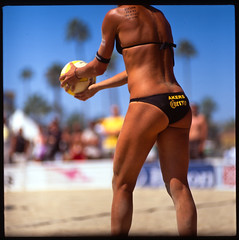play ball... (jaxting) Tags: street people film beach colours candid jena mc fujifilm volleyball f28 avp p6 velvia50 180mm czj pentaconsixtl jaxting fujichromevelvia50rvp