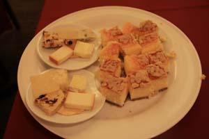 チーズとチーズケーキ@パルミを皿に盛りつけたところ