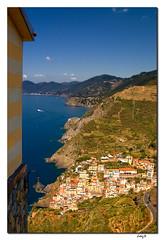Cinque Terre (EddyB) Tags: sea people italy cliff costa mar nikon europa europe mediterraneo italia liguria pueblo d70s cost cinqueterre acantilados eddyb agreste