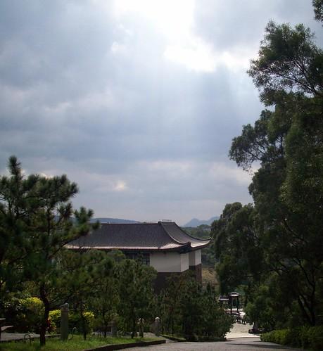 你拍攝的 200812.06陽光穿透出雲層.jpg。