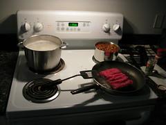 2008 04 23 - Russett - Pasta, sauce & beef (preparation)