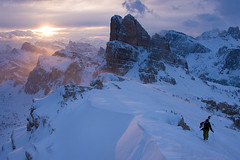 Salendo al Rifugio Nuvolau (Nik!) Tags: tramonto dolomiti vento skialp bufera nuvolau averau