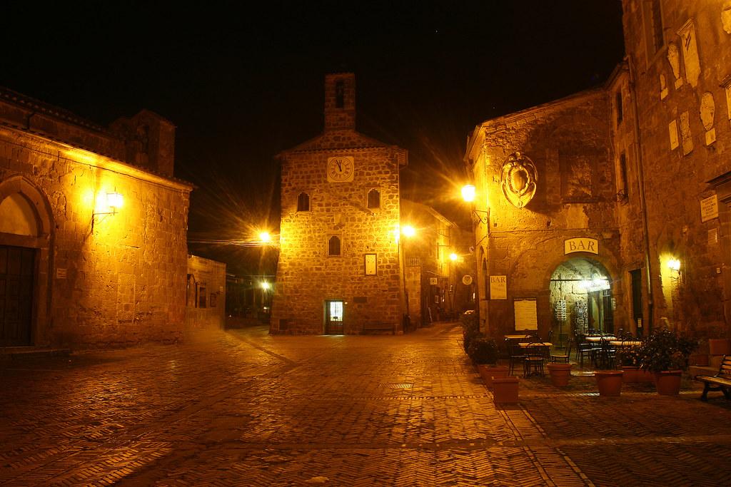 Sovana хорошо сохраняется средневековая деревня в муниципалитете Sorano, Гроссето области (Тоскана)