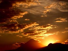 Atardecer en Guatemala/Sunset on Guatemala. (Jos Maldonado) Tags: sunset sun sol clouds atardecer guatemala nubes alemdagqualityonlyclub spectacularsunsetsandsunrises