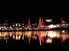 It's Christmas time (Shutter_Hand) Tags: christmas camera usa reflection 2004 water beauty its night digital lights navidad noche texas time sony natale marblefalls bestofflickr decoracion walkwayoflights miguelmendoza diamondclassphotographer goldstaraward unlimitedphotos novideoonflickr