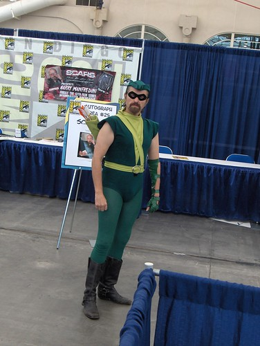 Green Arrow arches an eyebrow and makes us quiver