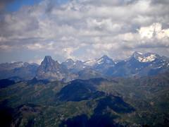 Midi d'Ossau eta Balaiutus (iosebasque) Tags: mountain mountains clouds nubes monte montaa cordillera montaas pyrnes pirineos mendia montes mendiak pirineoak odeiak mididossau balaitus ltytr2 ltytr1 bisaurn