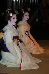 IMG_3037 (avsfan1321) Tags: white japan dance kyoto dancing performance makeup maiko geiko geisha tatami kimono obi gion furisode hanamachi apprenticegeisha darari danglingobi