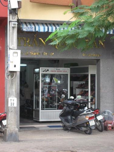 Tran Quoc Lan store