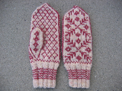 Andie's mittens, front and back