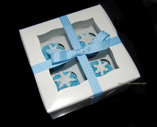 Boxed snowflake cupcakes