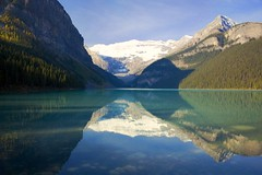 Lake Louise (sminky_pinky100 (In and Out)) Tags: lake canada mountains yellow rockies alberta lakelouise banffnationalpark justonelook 5photosaday flickrsbest mywinners omot eyejewel theperfectphotographer absolutelystunningscapes personabest