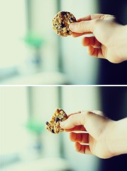 Bite the cookie. (Yavanna Warman {off}) Tags: film composition analog analgica diptych cookie dof hand minolta bokeh biscuit eat snack mano bite carrete muesli composicin mordisco galleta dptico